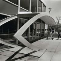 Students entering a building at Kenosha Center